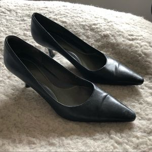 Cole Haan Navy Leather Pointy Toe Heels Size 7.5
